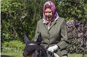 britain queen elizabeth ii horse riding