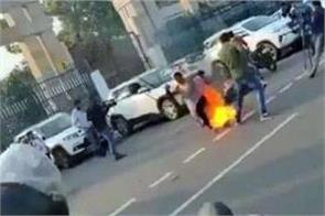 lucknow  a mother and daughter set themselves on fire outside the cm  s office