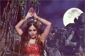ekta kapoor reveals surbhi chandna s look in naagin 5