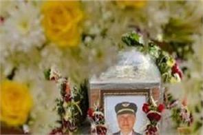 maharashtra government government honor pilot deepak sathe funeral
