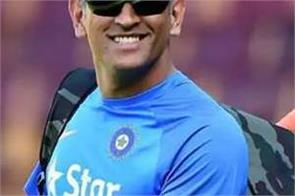 mahi  s return to india was due to the hundreds in the stadium