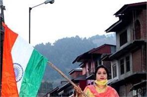 artical 370 bjp leader unfurls the tricolor in anantnag