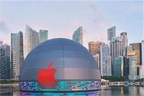 apple s first floating store opens in singapore