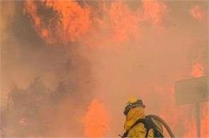 usa  wildfires burn  canadians stranded