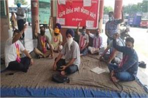 transport employees on strike