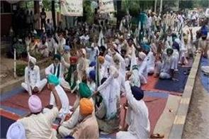 farmers and other agitating organizations along with standing toll workers