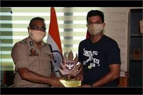 raina meets dgp to promote cricket in jammu and kashmir