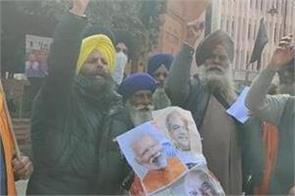 republic day  amritsar akali dal celebrated black day by burning modi  s effigy