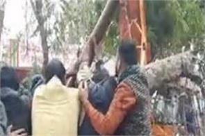uttar pradesh cremation ground roof collapse 25 people death