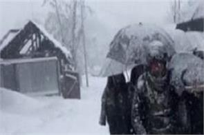 indian army soldiers carried the wife and newborn