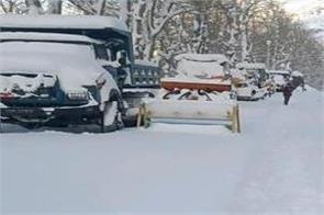 himachal pradesh snowfall road block lahaul spiti