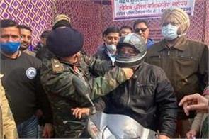 shri ram chowk  jalandhar traffic police  helmet