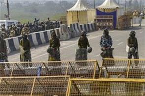 large number of police force deployed at singhu border