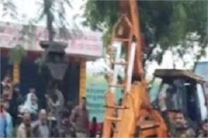 uttar pradesh cremation ground roof collapse 12 people death