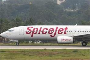 good news for air travelers  spicejet is offering rs 899 ticket and 1000 voucher