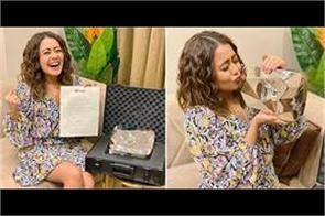 neha kakkar got diamond play button from youtube