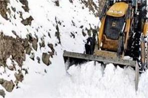 more than 100 roads including 3 nh closed due to snowfall in himachal