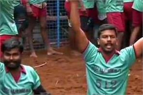 two bull tamers detained for waving black flags during jallikattu event