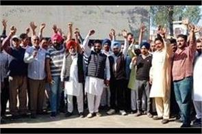 truck operators chanted slogans against the center