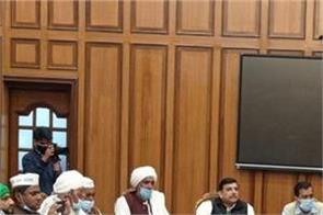 delhi meeting between cm arvind kejriwal and farmer leaders