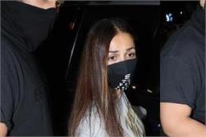 malaika arrives at her mother  s house for dinner with boyfriend arjun kapoor