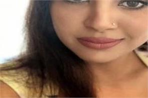 sakshi  wife of mahendra singh dhoni beats bollywood actresses