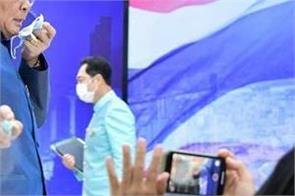 thai pm angry over questioning senator sprayed on journalists