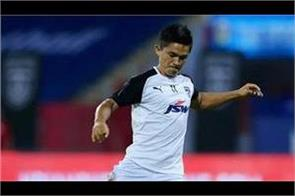 indian football captain chhetri recovers from kovid 19 transition