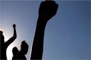 teachers burn effigy of punjab and union government