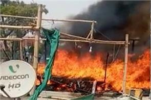 fire on farmers protest huts burning at singhu border