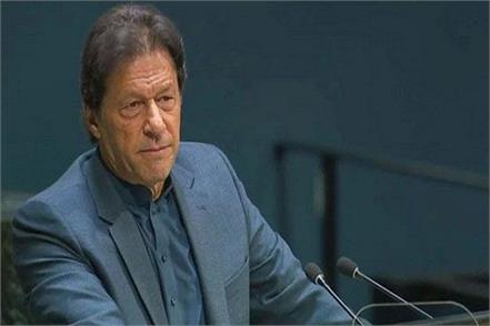 pakistan prime minister imran khan criticizes opposition making fun democracy