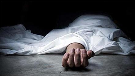 delhi woman stayed with dead body of husband