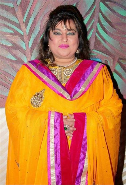 khar police files complaint against dolly bindra