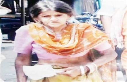 beggar women devaki sharma donates money