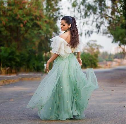 actress rashmi gautam car hits pedestrian severely injured