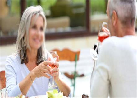romance leaves for a free lunch  one third of women