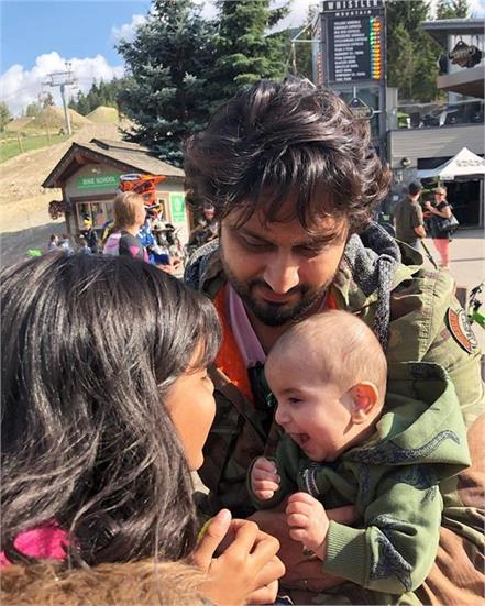 roshan prince family vocation canada viral pictures