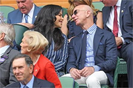 jeff bezos and girlfriend lauren sanchez enjoy a date at wimbledon men  s final