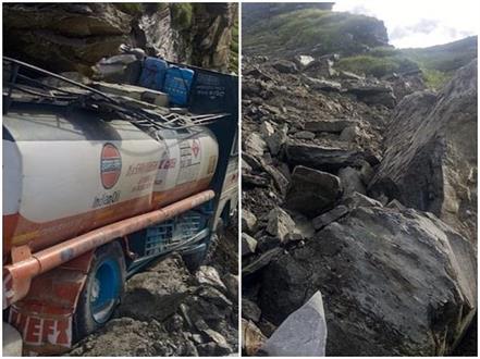 manali leh highway blocked landslide