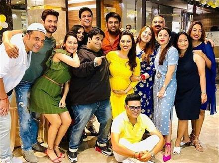 kapil sharma and ginni chatrath attend a friend  s baby shower