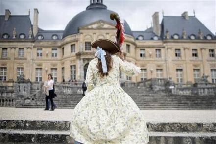 thieves steal jewels worth  2 mn from french chateau