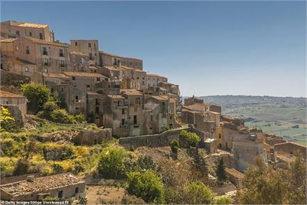 europe italian town salemi auctioning off abandoned homes for just 1 euro