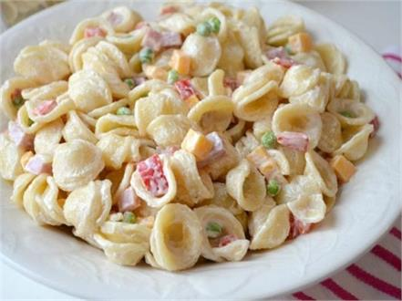 make a creamy pasta salad in the home kitchen