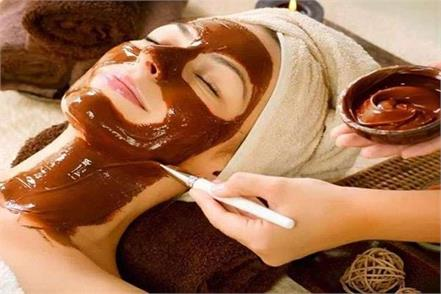 applying coffee face pack on the face will brighten remove dead skin
