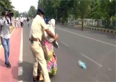 couple attempted self immolation outside the odisha legislative assembly