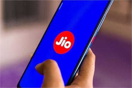 big news about low cost 4g smartphones from jio