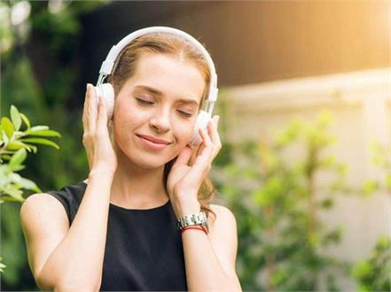 best on ear bluetooth headphones under 2000 rupees