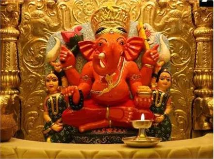 devotee delhi donated 35 kg gold siddhivinayak temple mumbai