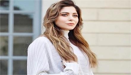 kanika kapoor deleted the post announcing her coronavirus diagnosis