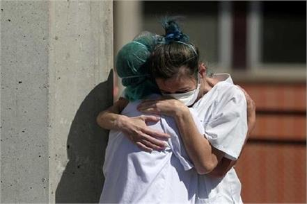 spain s covid 19 death toll nears 4 900 with 769 dead in 24 hours